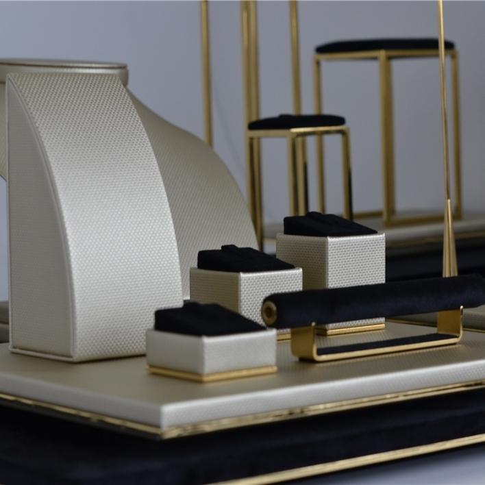 Displays set & Exhibitors - DSC 0058