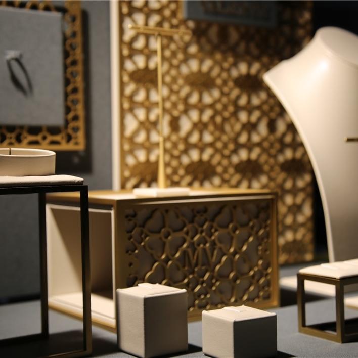 Displays set & Exhibitors - IMGT0137