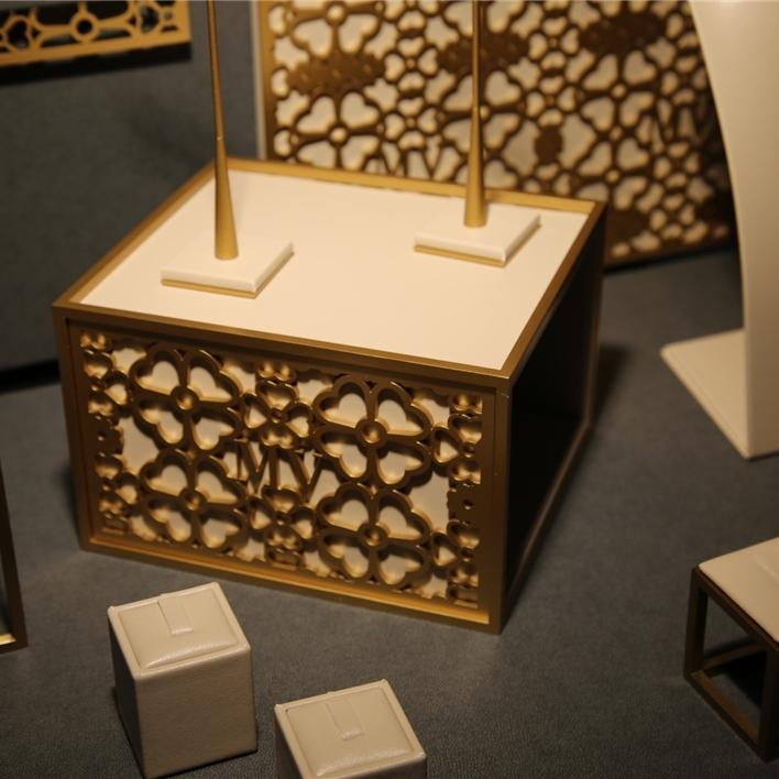 Displays set & Exhibitors - IMGT0169