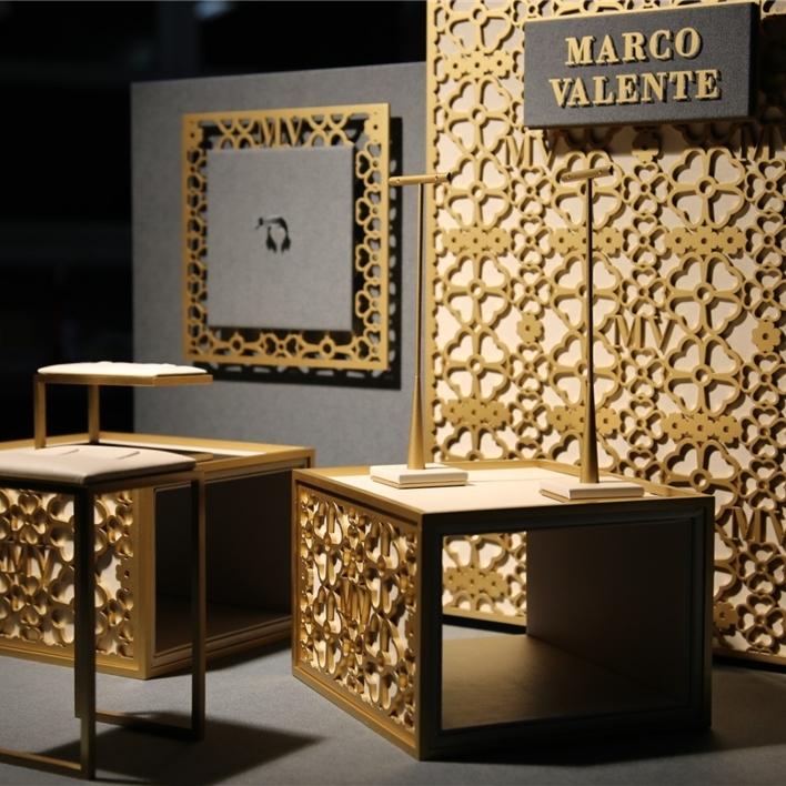Displays set & Exhibitors - IMGT0186